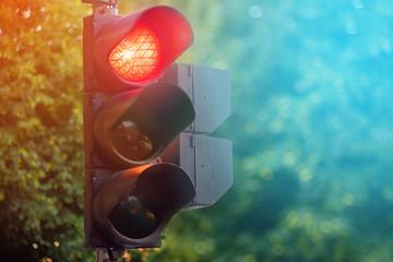 Berhenti di Lampu Merah