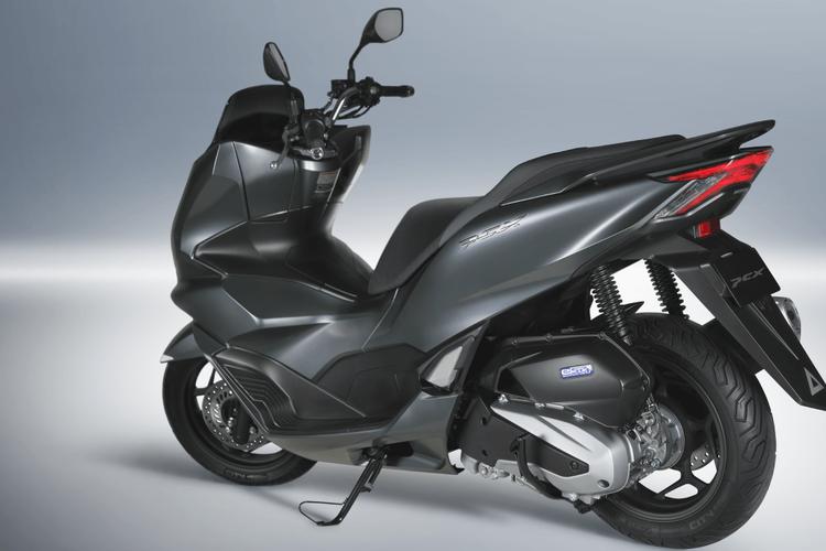 Yamaha  Harus Waspada, Honda PCX 160 Lokal Berpotensi Jegal All New NMAX 155!